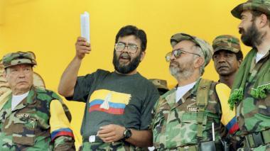 Alias Manuel Marulanda, Alfonso Cano y Raúl Reyes, entonces miembros del Secretariado de las Farc.