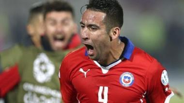 Mauricio Isla se recupera para enfrentar a Colombia