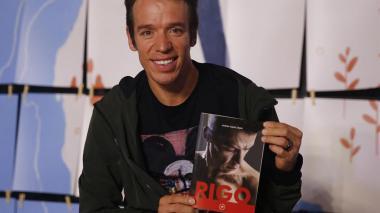'Rigo'  presenta su libro y confirma que volverá a pasar por el quirófano