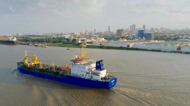 Portuarios, en alerta por rendimiento del dragado permanente