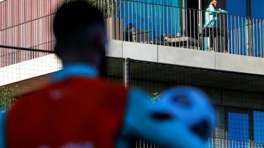Cristiano sigue el entrenamiento de Portugal desde terraza de su habitación