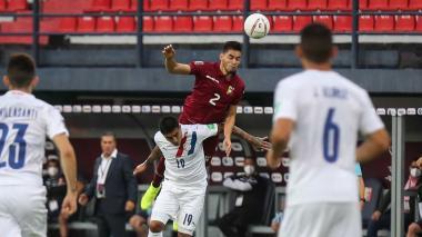 El partido entre Venezuela y Paraguay resultó reñido y muy disputado.