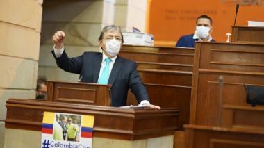 Mindefensa supera moción de censura en la Cámara