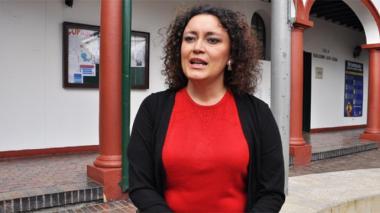 Mantienen investidura de senadora Angélica Lozano