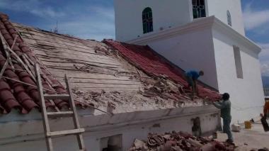 El techo de la parroquia San Juan Bautista de Ciénaga amenaza con caerse
