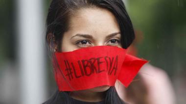 Imagen de archivo de un grupo de periodistas, camarógrafos y fotoperiodistas se manifiestan en Cali.