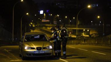 Francia decreta toque de queda ante grave rebrote de Covid-19