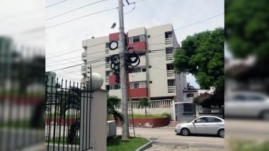 Reportan 'maraña' de cables en el barrio El Prado
