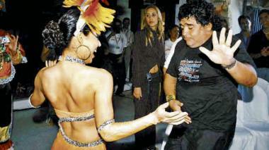 En el lugar conocido como El Establo, de Coolechera, apareció Maradona, con unos kilos de más y un grupo de amigos.