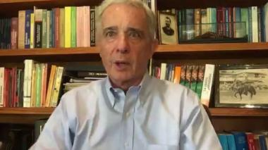 Uribe publica borrador de referendo para derogar la JEP