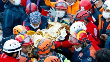 En video | Rescatan a una niña tres días después del sismo en Turquía