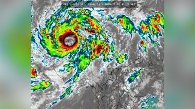 Huracán Eta continúa fortaleciéndose y llega a la categoría 4