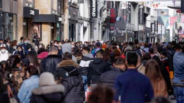 Europa aumenta las restricciones para evitar el colapso hospitalario