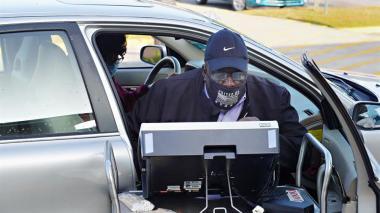Votar desde el automóvil o cómo protegerse de la Covid-19 en las elecciones