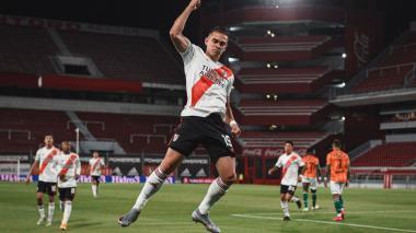 Rafael Santos Borré celebrando el gol que puso a ganar a River parcialmente.
