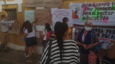 Docentes y autoridades tradicionales de Uribia se tomaron la Alcaldía