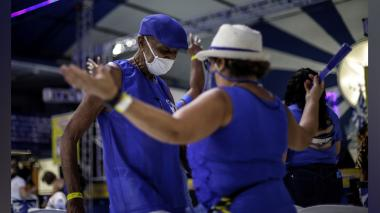 Las escuelas de samba de Río reabren sus puertas pendientes del Carnaval