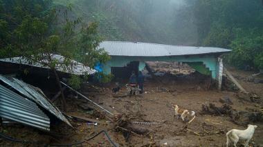 Eta, de nuevo tormenta tropical, cruzará Cuba camino a Florida
