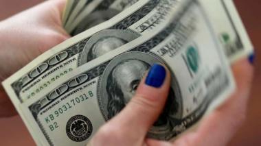 Dólar cae fuerte y pierde más de $90