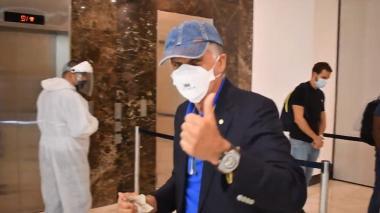 Carlos Queiroz al llegar a la concentración de la selección Colombia en Barranquilla.