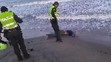 Hallan el cuerpo de un hombre en la playa de Salinas del Rey