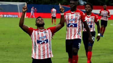 Miguel Borja celebra su tanto ante Jaguares.
