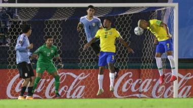 Brasil enlaza cuarto triunfo y golpea de nuevo a Uruguay en Montevideo