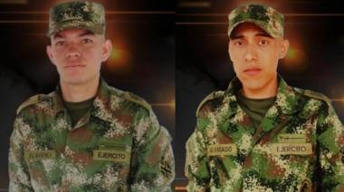 Los soldados muertos en la emboscada.