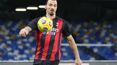Ibrahimovic pone líder al Milan, pero sale lesionado