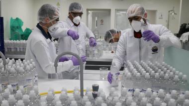 Unimagdalena produce 6 mil litros de gel hospitalario para prevenir la Covid