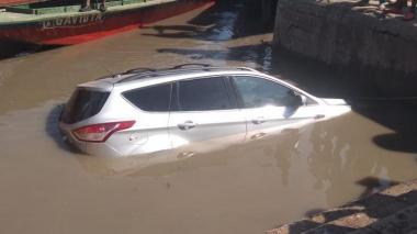 En video | Carro cayó al río Magdalena en el muelle de El Banco