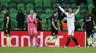 El festejo de Sevilla en la agonía del juego y el lamento de los jugadores rivales.