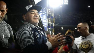Así reaccionan futbolistas y personalidades tras muerte de Maradona