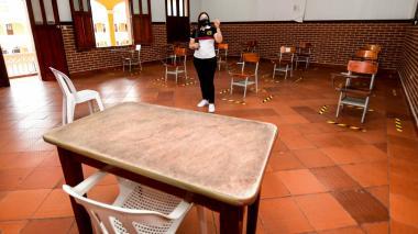 """Alcalde invita a maestros a trabajar juntos para un """"regreso seguro"""""""