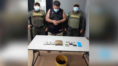 Cae con droga camuflada en el interior de un balde en Las Gardenias