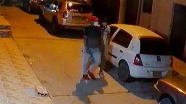 En video | Se roban vehículo en el barrio Los Robles de Soledad