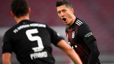 Robert Lewandowski anotó el segundo gol del Bayern en la victoria 3-1 ante el Stuttgart.