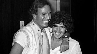 """La emotiva despedida de Julio Iglesias a su amigo Maradona: """"Te amaba mucho"""""""