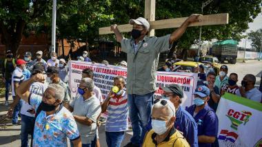 Extrabajadores de Pizano S.A realizan manifestación por pagos