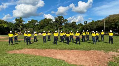 Primer grupo de personas que reciben formación en diversas áreas.
