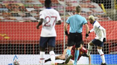 El PSG emerge de entre las sombras y deja contra las cuerdas al United