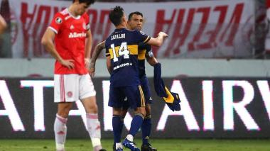 Tevez acerca a Boca a cuartos con un gol dedicado a Maradona