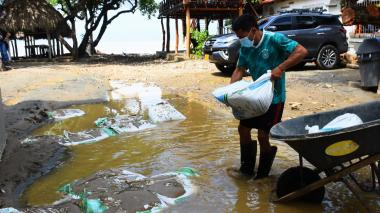 Arroyo afecta playa de Santa Verónica
