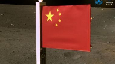 China pone su bandera en la luna
