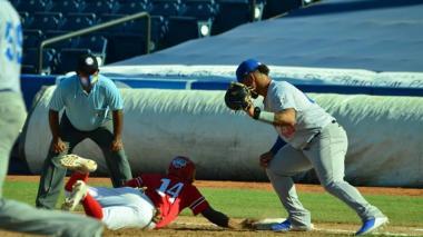 Harold Ramírez jugó la primera base en la victoria de Caimanes de Barranquilla.
