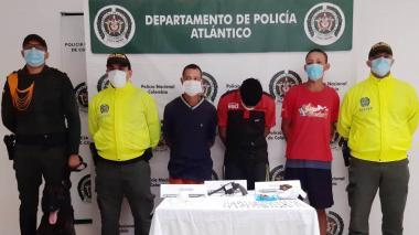 Los tres capturados por tráfico de estupefacientes y de armas de fuego.
