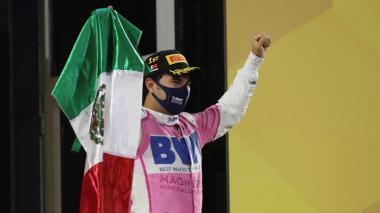 En video | Sergio Pérez eleva la bandera mexicana en la Fórmula Uno