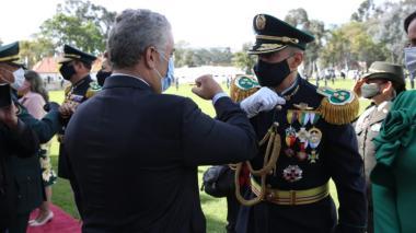 El presidente Iván Duque felicita al nuevo Mayor General de la Policía, Mariano Botero Coy.