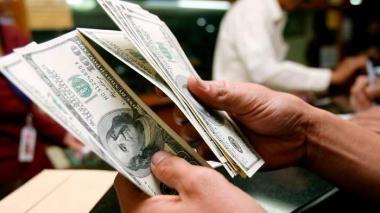El dólar cerró a la baja este jueves en Colombia