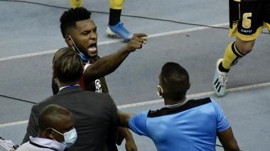 Miguel Borja en plena discusión con los jugadores de Coquimbo que no fueron buenos ganadores.